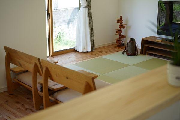 畳リビングの家